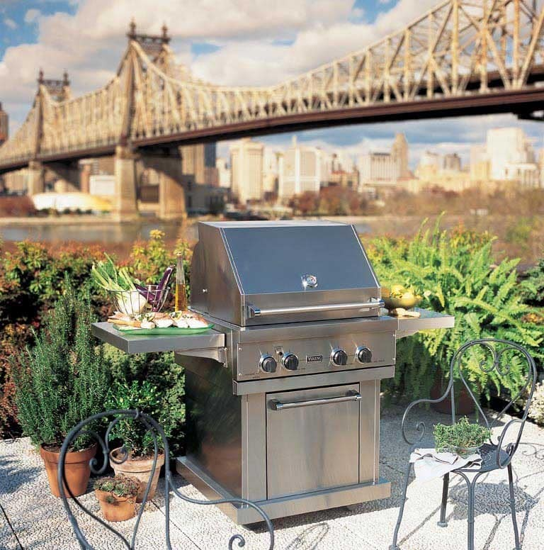 Viking vgbq3002rtl 30 inch built in gas grill with 563 sq for Viking outdoor