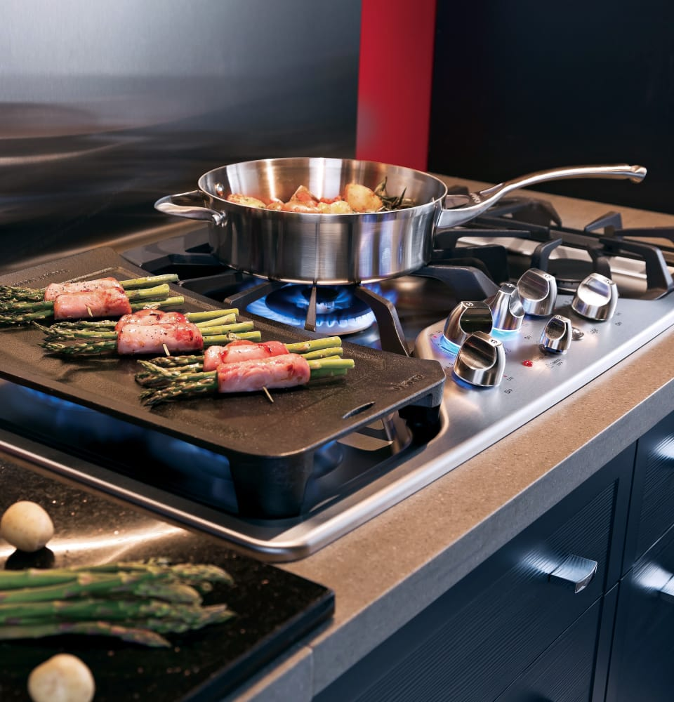 GE CGP350SETSS 30 Inch Gas Cooktop with 5 Sealed Burners, 20,000 ...