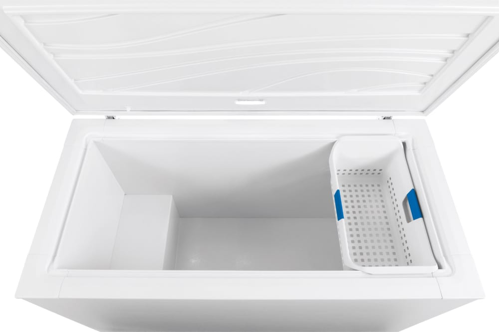 Frigidaire Ffch16m5qw 15 6 Cu Ft Chest Freezer With