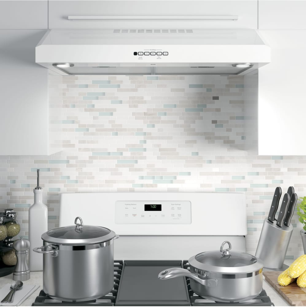Charmant ... Range Hood In White From GE GE JVX5300DJWW   Remote Control GE  JVX5300DJWW   Lifestyle View ...