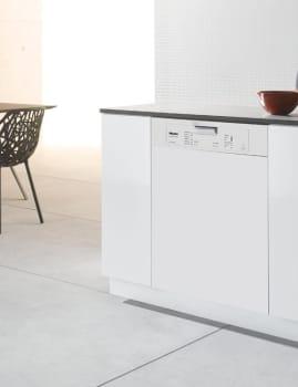 Miele Futura Classic Plus Series G4205SCWH - White