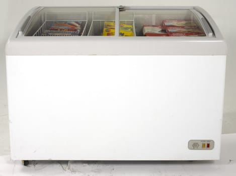 Avanti CFC86F0WG - 8.6 Cu. Ft. Commercial Glass Top Display Chest Freezer