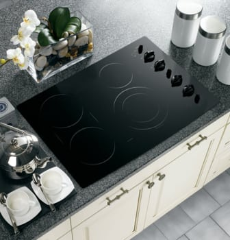 GE Profile CleanDesign PP932BMBB - Black